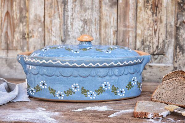 Brotbacktopf, Terrine / Bäckeroffe -  hellblau mit floralem Dekor - auch zum Schmoren geeignet, holzbackofenfest