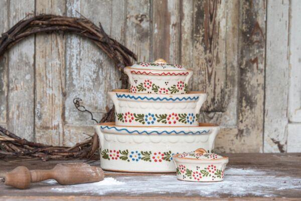Terrine, Bäckeroffe oder Brotbacktopf; weiß mit floralem Dekor - auch zum Schmoren geeignet, holzbackofenfest