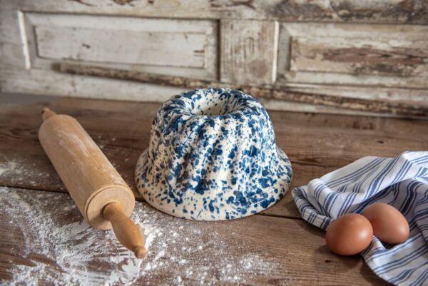 Typisch elsässische Gugelhupfform aus handgefertigter Keramik, für Holzbacköfen geeignet.