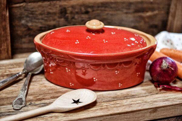 Brotbacktopf, Terrine / Bäckeroffe -  rot mit kleinen Punkten-Dekor - auch zum Schmoren geeignet, holzbackofenfest